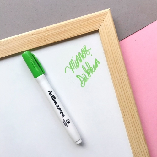Artline Supreme Beyaz Tahta Kalemi - Açık Yeşil