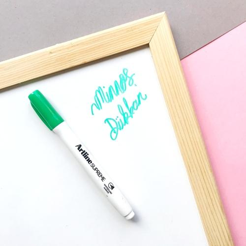 Artline Supreme Beyaz Tahta Kalemi - Koyu Yeşil