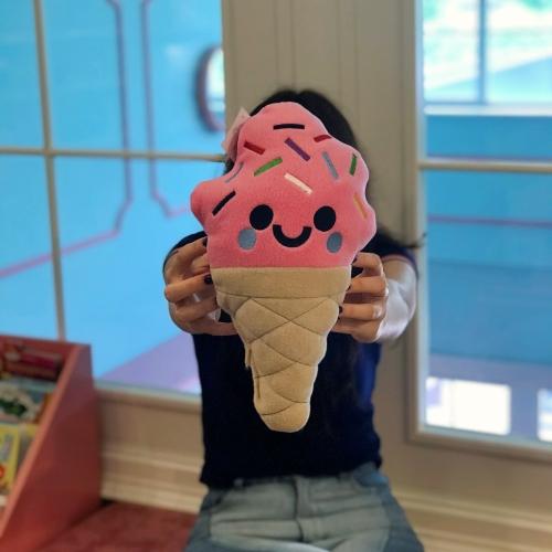 Çilekli Dondurma Peluş Yastık