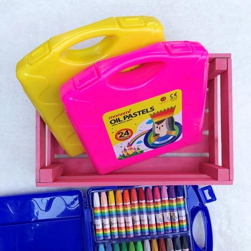 Monami 24 Renk Çantalı Pastel Boya Seti